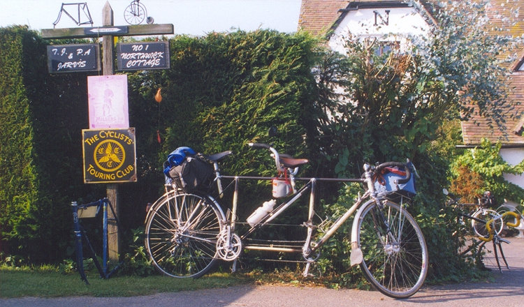 'Flying Gate' Tandem outside T.J. Cycles  during the 1999 'Flying Gate' Weekend